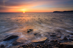 See the sun,it's trying again... (saki_axat) Tags: seascape sunrise landscape amanecer bermeo arribolas canonikos