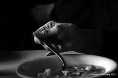 Suppe auslöffeln (grafenhans) Tags: slt55 sony schwarz weiss tamron 2870200 grafenwald slt 55