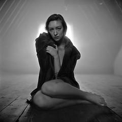 Johanna_031b_064 (patofoto) Tags: blackandwhite bw woman 6x6 film rollei nude square kodak trix squareformat diafine sl66 artisticnude femenine rolleiflexsl66e