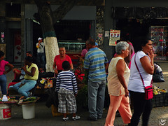 Mezcla Popular (Ariane Madriz) Tags: people color photography calle foto gente venezuela cotidiano pueblo ciudad colores caracas personas vida caos caminar popular ccs catia colorido sabor venezolanos calido