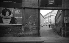 Torino (Valt3r Rav3ra - DEVOted!) Tags: lomo lomography lca lomolca 35mm film analogico streetphotography street sovietcamera bw biancoenero blackandwhite valt3r valterravera visioniurbane urbanvisions torino piemonte italy ilfordhp5