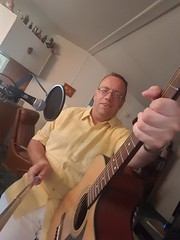 Selfie (Kevin Borland) Tags: relativerace guitar waitingforthetrain poughkeepsielineromance behindthescenes kevinborland musician