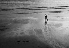 Plage 15 (no sabemos cmo llamarnos) Tags: blancoynegro blackandwhite beach playa plage people solitude soledad monochrome loneliness