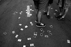 Cards (Julin del Nogal) Tags: card cards cartas suelo asphalt asfalto street streetphotography legs