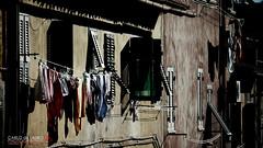 Finestre e panni stesi (Carlo de Lauro) Tags: finestre panni stesi