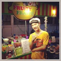 @philipcruz พ่อค้าแซ่บ ร้านน้ำผลไม้ปั่น Fruity Frappe แวะมาแซ่บกันนะครับที่งานกาชาดชลบุรีคร๊าฟฟ