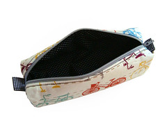 Estojo Bikes por Gaby Sartori - Moonpatch (Gaby Sartori) Tags: bike bicycle bicicleta pencilcase estojo estojobox moonpatch gabysartori