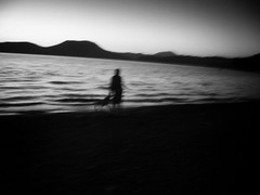 Au-del du lac (Daniel Ivn) Tags: blackandwhite dog costa mountain lake man blancoynegro water silhouette mxico ro river contraluz landscape mexico lago coast blackwhite agua shadows horizon hill silhouettes highcontrast paisaje perro mexique silueta colina montaa sombras siluetas hombre horizonte valledebravo blackwhitephotography blackwhitephoto altocontraste waterbody blackwhitephotos backlightning fotografablancoynegro danielivan cuerpodeagua danielivn