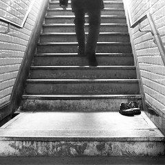 Les pas perdus (Bourguiboeuf) Tags: street old city light urban bw white black paris france film station stairs train canon vintage subway square french shoes noir metro lumire f1 nb iso 400 mm analogue 135 35 rue et blanc escalier ville chaussures argentique carr pellicule kentmere bourguiboeuf