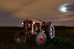 Under the Moon (Explore) (raul_lg) Tags: old espaa moon tractor night canon noche spain luna murcia nocturna viejo abandonado mark3 raullopez canon1635 5dmarkiii raullg largaesposiicon