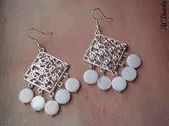 Brincos com discos de madreprola (ACBeads) Tags: blog handmade giveaway earrings bijutaria brincos blogue handmadejewelry b22 handmadeearrings handmadejewellery sorteio bijutariaartesanal acbeads bijutariafeitamo sorteiodebrincos giveawayforearrings