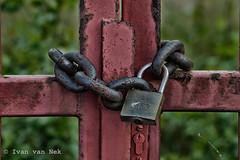 Locked up abroad (Ivan van Nek) Tags: dus flughafenstrase lohausen stadtbezirk5 lock nikond3200 d3200 dsseldorfinternationalairport