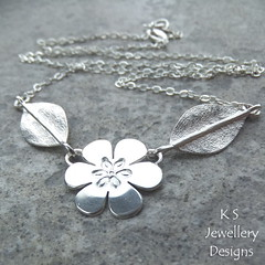 Six Petals - Flower and Leaves - Sterling Silver (KSJewelleryDesigns) Tags: metalwork flower pendant necklace jewellery jewelry handmade brightsilver shine sterlingsilver silverjewellery handcrafted silver silverwire metal hammered shiny polished bright soldered soldering brushed flowers petals sawing piercing silversmith silversmithing daisy daisies blooms blossom gemstone cabochon flowerpendant swirlblossom texture stamens organic wirework stonesetting flowerandleaves
