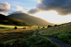 Summer sunrise on the fells (SnapsByAlex) Tags: canon 70d cumbria mountains landscape keswick sunrise