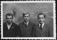 Archiv H499 Freunde, 1935 (Hans-Michael Tappen) Tags: archivhansmichaeltappen sudetenland sudeten urlaubimsudetenland urlaub ferien landschaft scenery 1930er 1930s 1935 freunde kameraden jungen boys kleidung outfit anzug krawatte mode fashion
