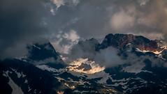 Ferie Colore sur les Aiguilles Rouges (Frdric Fossard) Tags: paysage montagne nature neige nv cimes crte arte nuage ciel lumire ombre coldubelvdre aiguilledulacblanc aiguilledelatteplate aiguillesrouges flgre ambiance atmosphre contraste alpes hautesavoie lacblanc dramatique