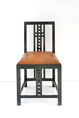 Chaise de C.E. Mackintosch (Pinakothek der Moderne, Munich) (dalbera) Tags: dalbera mackintosh munich allemagne musedudesign pinakothekdermoderne artnouveau coledeglasgow designmuseum glasgowstyle