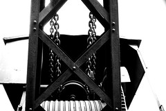 (action) (Dinasty_Oomae) Tags: leica leicaiiia leica3a  iiia 3a   blackandwhite blackwhite monochrome bw outdoor   hiroshima   kure  crane