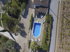 Pool With Springboard (Aerial Photography) Tags: prt 01102016 barcos dji0042 distrviseu dourotal fotoklausleidorfwwwleidorfde luftaufnahme luftbild olivenbaum palme ph400042 portugal quintadapadrela schwimmbad schwimmbecken sommer swimmingpool tabuaco urlaub weinreben weinstock aerial grapevine holiday olivetree outdoor palm pool summer vacation tabuacodistrviseu