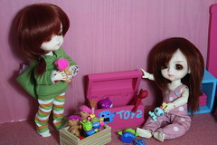 Fill the box... (*Peluche*) Tags: yellow toy miniature bedroom eyes open box vampire limited mystic dollhouse lami grenadine glycine lati