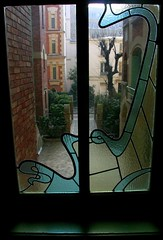 Stained glass in Castel Branger by Hector Guimard (first floor) (Sokleine) Tags: paris france window architecture stainedglass artnouveau vitrail through fentre guimard jugendstil hectorguimard auteuil 75016 bellepoque castelbranger frenchheritage