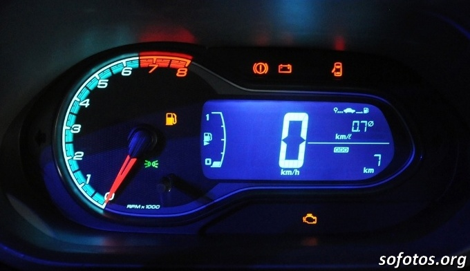 Painel e conta giros do Chevrolet Onix
