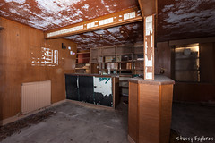 GB-4 (StussyExplores) Tags: abandoned pub decay local exploration derelict ruinous rurex