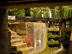 1295-28L (Lozarithm) Tags: aylesbury bucks canals guc pentaxzoom k1 28105 hdpdfa28105mmf3556eddcwr