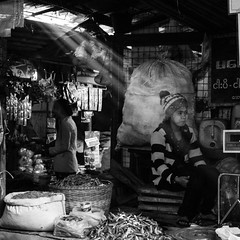 [Myanmar, Myityina] (Paul Bergot) Tags: myanmar burma asia south east myitkyina karen market woman black white monochrome beam light shadows rays tanak