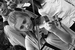Fringe on the Mile 2016 0178 (byronv2) Tags: edinburgh edimbourg edinburghfestival edinburghfestivalfringe edinburghfringe edinburghfringe2016 edinburghfestivalfringe2016 fringe2016 fringe royalmile oldtown performer candid street peoplewatching woman girl pretty beautiful music musician violin violinist youngwoman young blackandwhite blackwhite bw monochrome