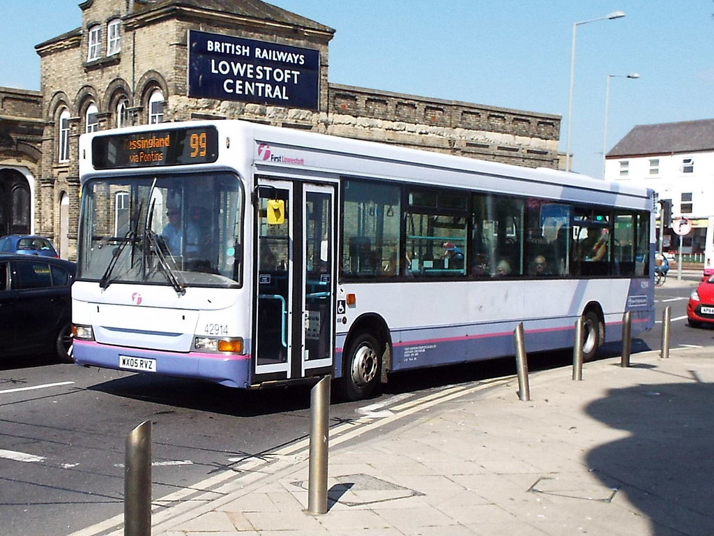 The world 39 s best photos of first and lowestoft flickr for Time table bus 99