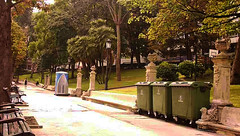 22-09-2016 024 (Jusotil_1943) Tags: 22092016 contenedores parque bancos marron oviedo wc