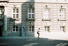 (marcma /  /) Tags: olympus om1n film  germany deutsch berlin  embassyoftheunitedkingdom wilhelmstrase man