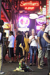 Under the Bright Lights (lynhdan) Tags: poverty street night thailand asia southeastasia beggar busker redlightdistrict pattaya walkingstreet chonburi streetthailand earthasia lynhdan lynhdanphotography
