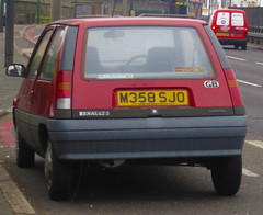 1994 RENAULT 5 CAMPUS PRIMA (Yugo Lada) Tags: old london cars car campus living photo nice 5 retro renault vehicle parked 1994 prima rare photog m358sjo