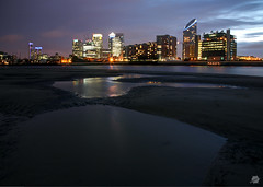 Greenwich Peninsula at Low Tide (Bill-Green) Tags: skyline night lights pools lowtide canarywharf thethames newprovidencewharf ontariotower