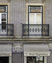 Lisbon stel azulejos (bbiagh135) Tags: lisbon lisbona hostel doorm rooms ostello azulejos balcon balcone
