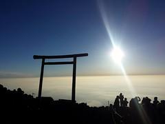 Sunrise from the top of Mount Fuji. (andrea.guidetti) Tags: asia giappone japan mountfuji fuji fujisan yoshida trail sunrise alba top cima mountain montagna volcano vulcano shrine   escursionismo escursione santuario nippon view
