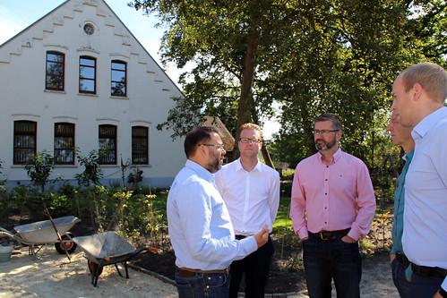 Besuch des Rohdenhofs in Tweelbäke, der von Langzeitarbeitslosen bewirtschaftet wird.