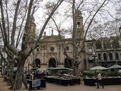 """Montevideo: la Plaza Constitucion et son petit marché aux puces <a style=""""margin-left:10px; font-size:0.8em;"""" href=""""http://www.flickr.com/photos/127723101@N04/29125541953/"""" target=""""_blank"""">@flickr</a>"""