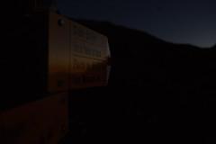 bifurcation (Sven Vietmeier) Tags: nachtwanderung randonocturne schild tourdemayen wegweiser randonne