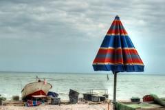 Lido tre archi (Alax66) Tags: ombrellone fermo marche mare adriatico barche nuvole italy italia lido barca