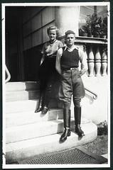 Archiv H254 Eine Jugend in den 1930ern (Hans-Michael Tappen) Tags: archivhansmichaeltappen 1930er 1930s reiter reitausflug reiterhose stil frau mdchen stufen treppe wintergarten haus junge jungermann jungefrau reitstiefel outdoor fotorahmen