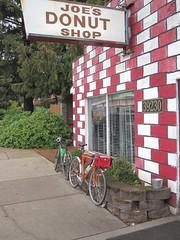 Birthday donut stop (Tysasi) Tags: kitbike 650b bespokefopchariottm randonneuse randonneur bike brevet permanent populaire nicolasflamelpopulaire randonneuring biopace