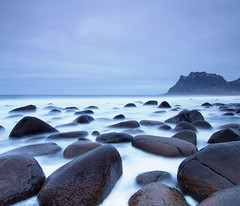 LOFOTEN XIV (tpeñalver - www.tomaspenalver.es) Tags: blue sea sky seascape water 7d noruega lofoten moskenes utakleiv hoyand400 tokina1116 hitechnd09