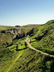 Tintagel Castle (dorrisd) Tags: uk green history coast travels ruins rocks cornwall cliffs atlantic hills richard merlin legends gb historical guinevere footpath stronghold soe engeland tintagel kingarthur cornish kasteel slopes reizen lancelot geschiedenis tintagelcastle rune sonydscw15 englishheritagesite geschiedkundig flickraward pe11 koningarthur dorrisd earlofcornwall lightroom36 rememberthatmomentlevel1 mienekeandewegvanrijn