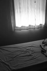 (Lopes Lara) Tags: windows white black luz branco bed preto janela quarto cama manh lenol