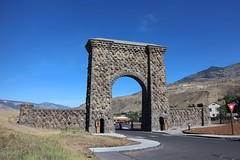 Roosevelt Arch, Yellowstone National Park, Gardiner, Montana, USA (Bencito the Traveller) Tags: rooseveltarch yellowstonenationalpark gardiner montana usa