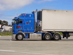 photo by secret squirrel (secret squirrel6) Tags: craigjohnsontruckphotos dandenong victoria australia kenworth big blue cabover kw truckstop truck trucking vehicle newcastle transport reefer
