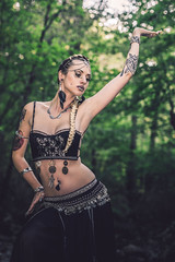 Shooting - Lady Doll - Tribal 002 (Thomas Mathues) Tags: lady doll shooting photoshoot model portrait outdoor forest river belgium belgique tribal dance belly danse ventre tattoo girl woman dark